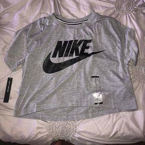 Nike Cropped Tee